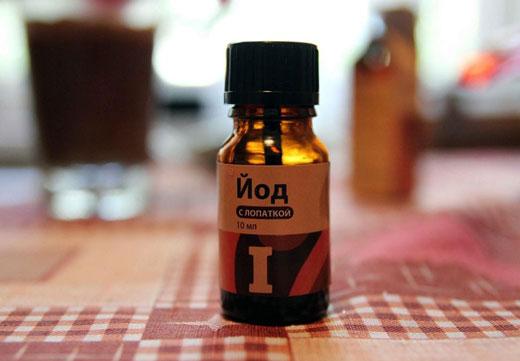 Огляд домашніх рецептів з використанням йоду для лікування шпори на п'яті
