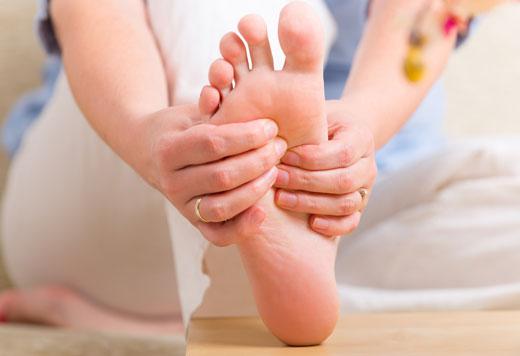Огляд ефективних технік масажу стоп при шпорі на п'яті