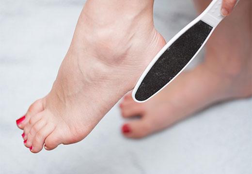 Огляд ефективних засобів для видалення грубої шкіри на п'ятах