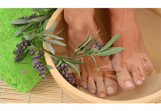 Як зробити ванночку для ніг: огляд кращих домашніх рецептів