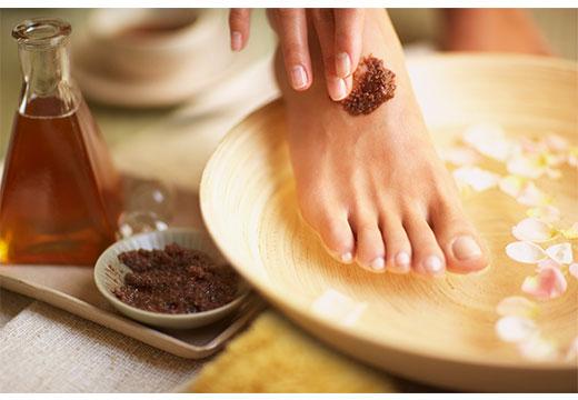 Огляд домашніх рецептів скрабів для шкіри ніг