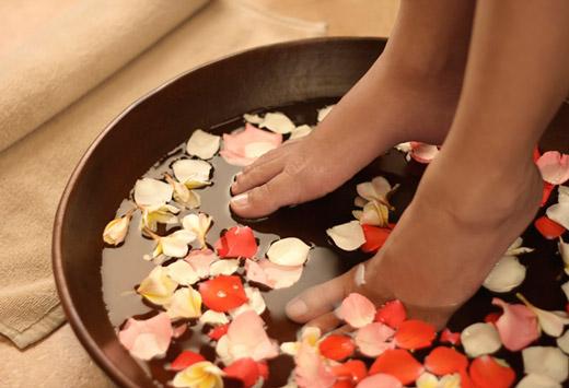 Домашні ванночки від запаху і пітливості ніг при гіпергідрозі