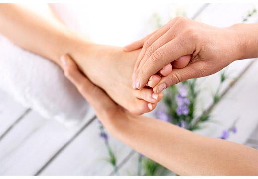 Ефективні рецепти народної медицини для лікування шишки на нозі біля великого пальця