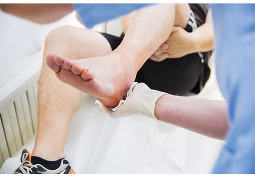 Чому набрякають ноги внизу біля кісточок і як зняти набрякання