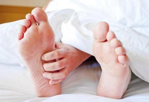 Сверблять ступні ніг: причини, лікування і профілактика