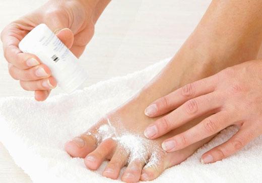 Водянисті пухирці на пальцях ніг: причини появи і методи лікування