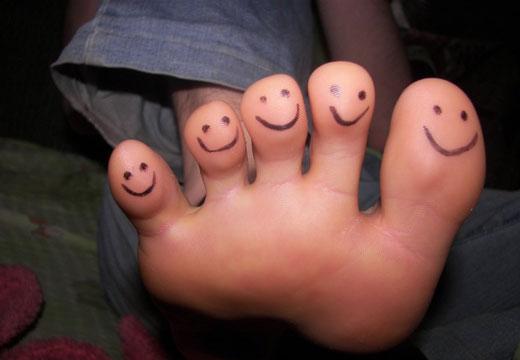 Прищі на стопі і між пальцями ніг: причини і методи лікування