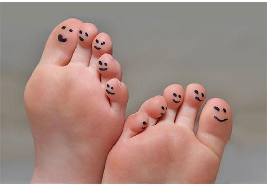 Як позбутися від натоптишів на пальцях ніг за допомогою домашніх і аптечних засобів