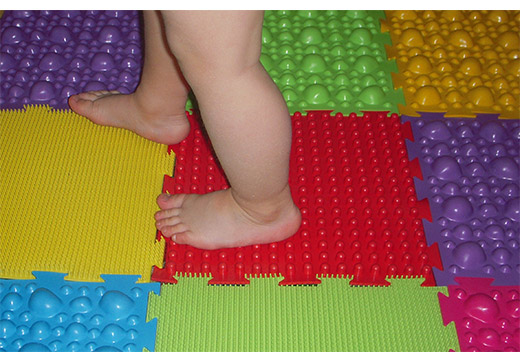 Ефективність ортопедичних масажних килимків для лікування плоскостопості у дітей