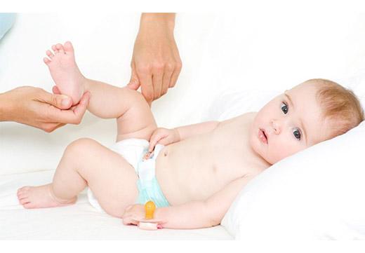 Як робити масаж ніг дитині при плоскостопості в домашніх умовах
