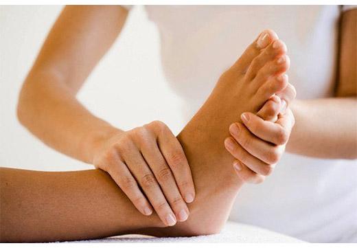 Як робити масаж стоп при плоскостопості: огляд технік і ефективність лікування