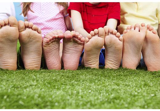 Як перевірити плоскостопість у дитини і провести діагностику в домашніх умовах